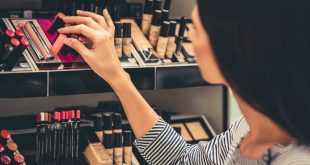 7 myths about makeup that need to be wiped away 7 Myths About Makeup That Need To Be Wiped Away iStock 662134022 2 310x165