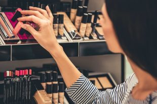 7 myths about makeup that need to be wiped away 7 Myths About Makeup That Need To Be Wiped Away iStock 662134022 2 310x205